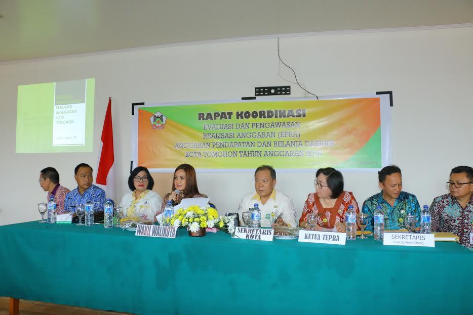 Wakil Wali Kota Syerly Adelyn Sompotan saat membuka Rakor EPPA