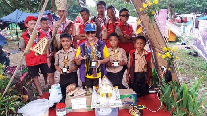 Kontingen Tomohon dengan piala yang diraih di Jamnas X Pramuka 2016