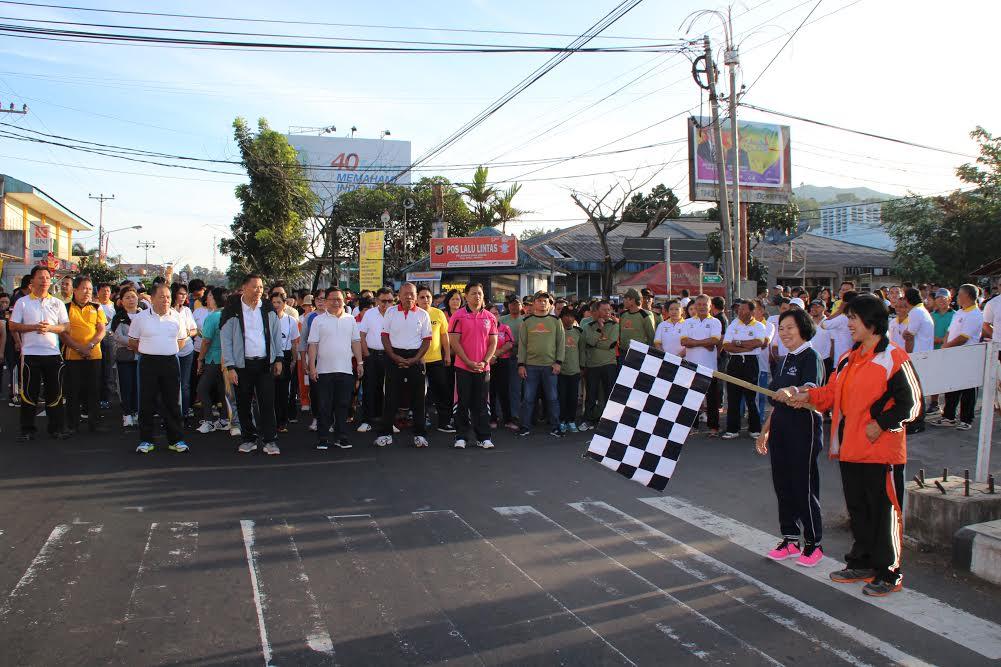 Start jalan sehat menuju GMIM Maranatha Paslaten
