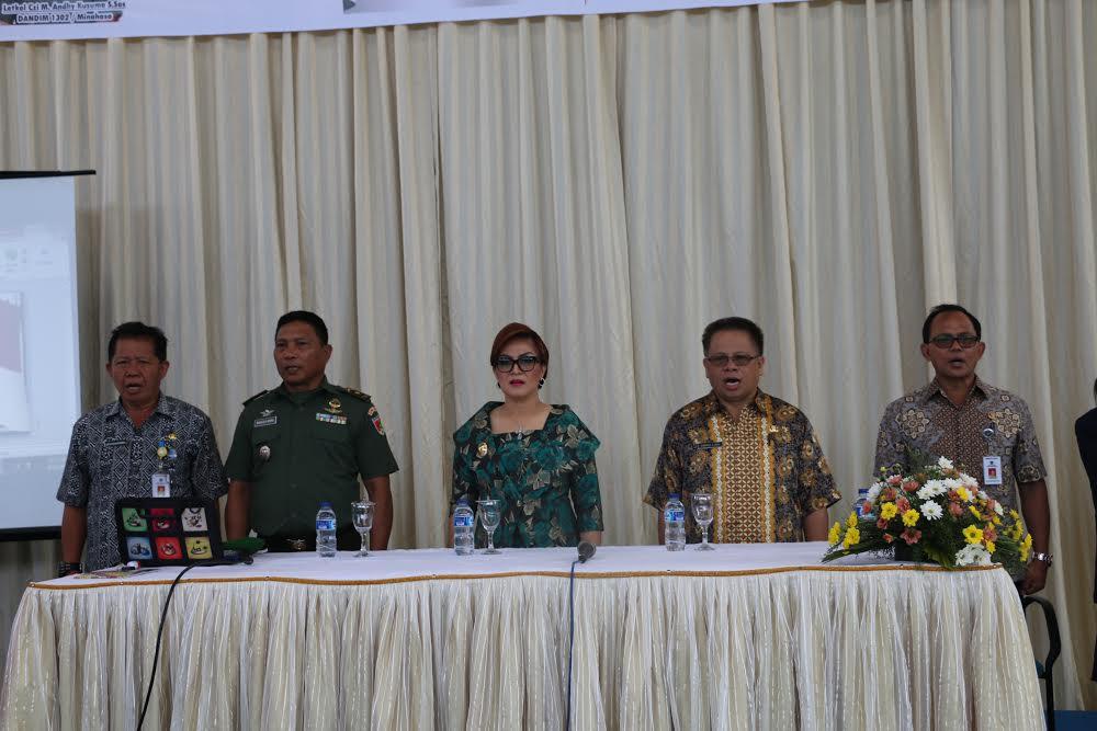 Penrwira Penghubung Kodim 1302, Wakil Wali Kota Tomohon dan para pejabat di Sosialisasi Bela Negara
