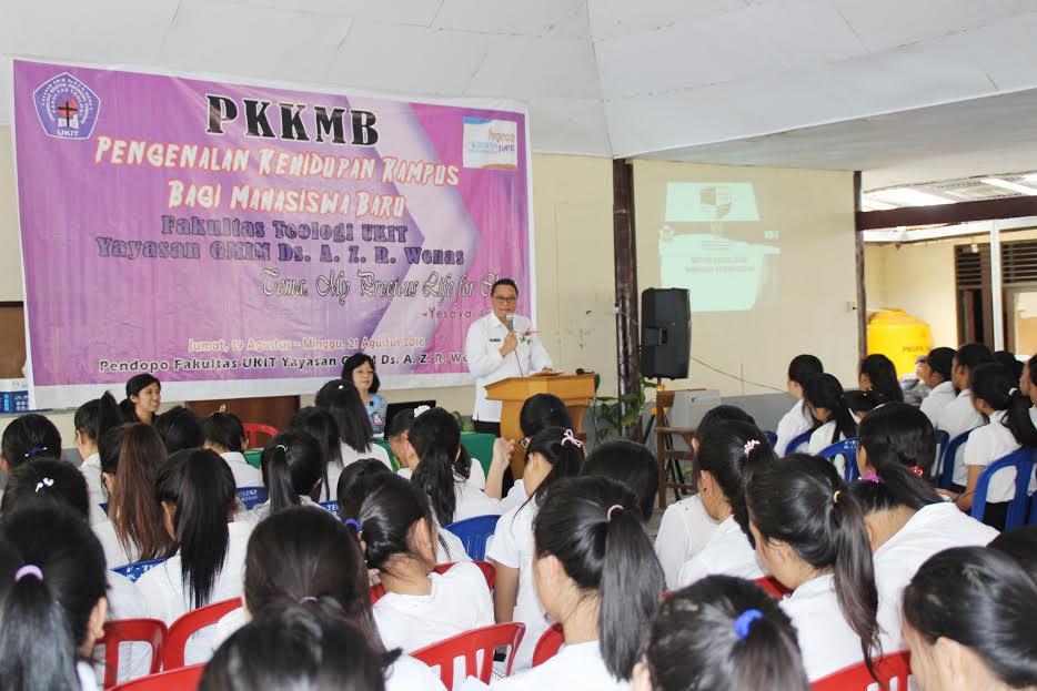 Wali Kota Tomohon saat  memberikan materi di  Seminar dan Diskusi Wasbang