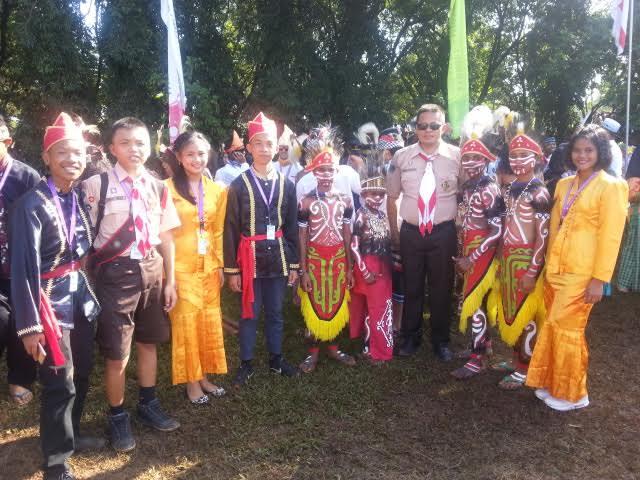 Kontingen Tomohon dengan baju adat di  Jamnas Pramuka X 2016