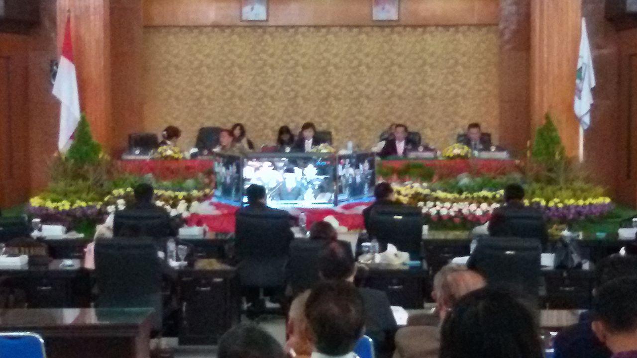 Para Anggota DPRD Tomohon serius mendengarkan Pidato Presiden RI