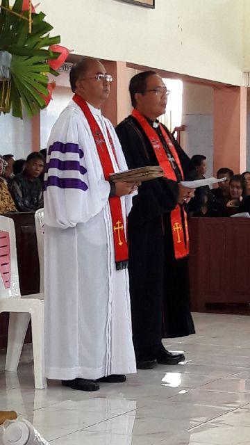 Pdt Dr Djemy P Sinubu dan Pdt Hanni S Palendeng STh