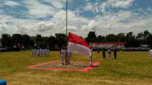 Bupati JWS Irup HUT RI ke 71, Wabup Ivansa Irup Penurunan Bendera
