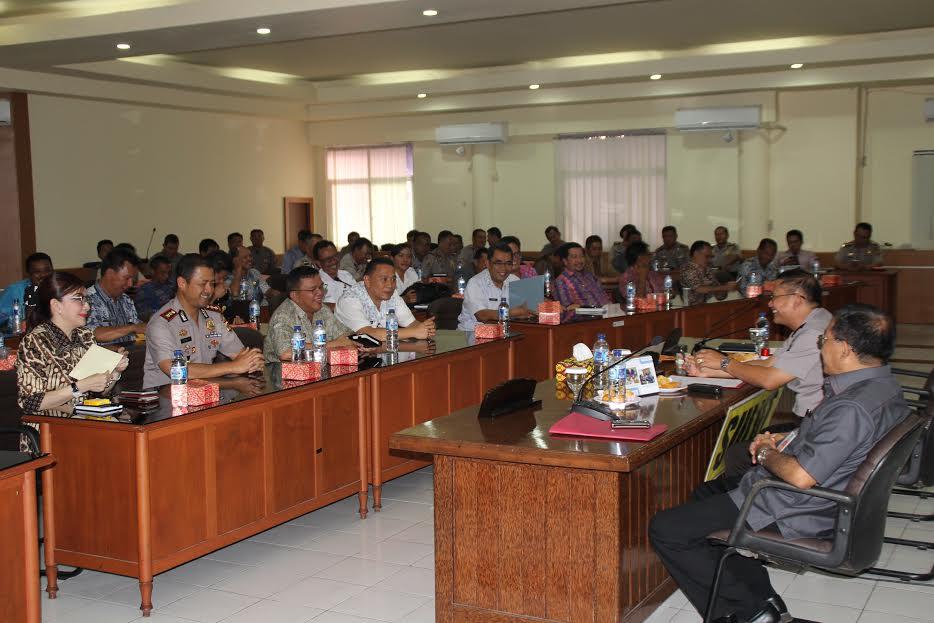 Wali Kota Tomohon mengusulkan pembentukan Satgas penanganan kebakaran hurtan dan lahan dalam rapat dengan Kapolda
