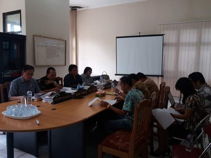Penmbahasan APBD Perubahan di DPRD Tomohoin