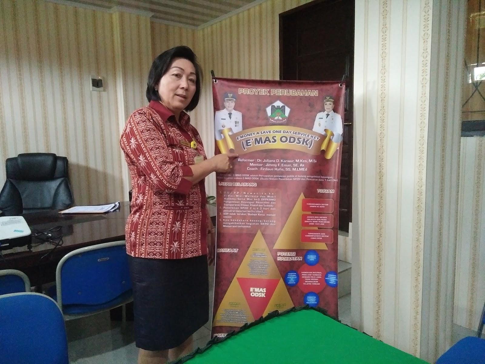 Kepala Dinas PPKBMD Dr Juliana Dolvin Karwur MKes MSi