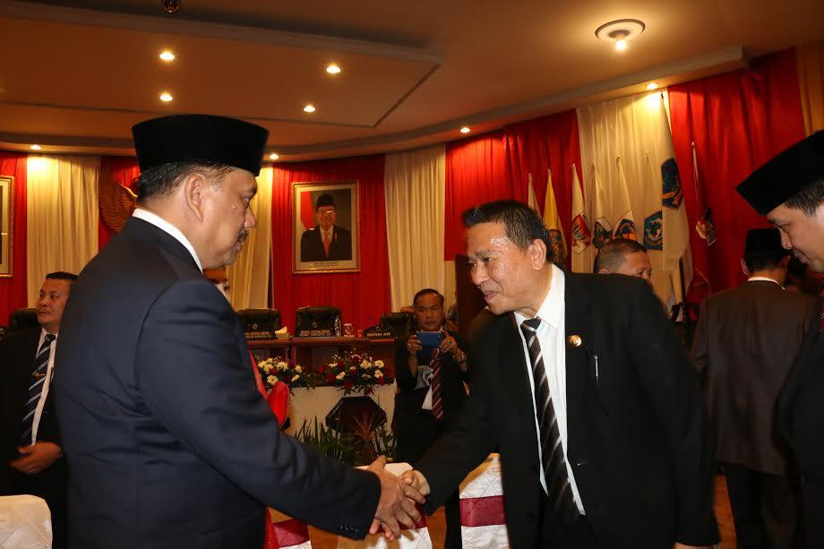 Wali Kota Tomohon Jimmy F Eman SE Ak enyalami Gubernur Olly Dondokambey SE