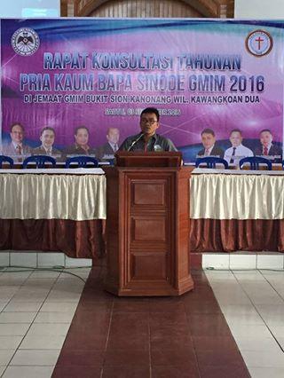Ketua P/KB Sinode GMIm Pnt Ir Stefanus BSN Liow  di Konsultasi Tahunan