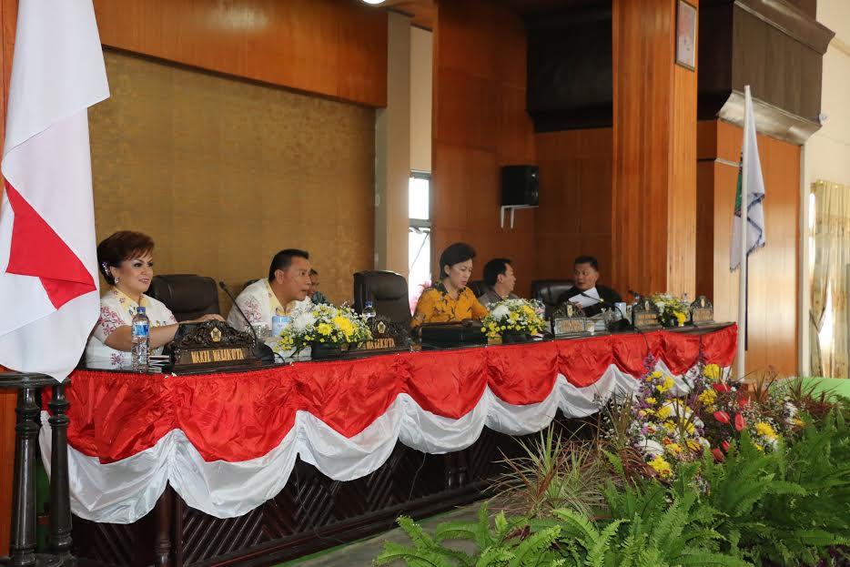 Rapat Paripurna DPRD Tomohon Pemandangan Umum Fraksi terhadap RAPBDP 2016