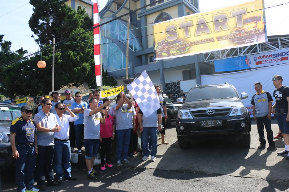 Wali Kota Tomohon Jimmy F Eman SE Ak melepas peserta Rally Wisata GMIM Maranatha Paslaten