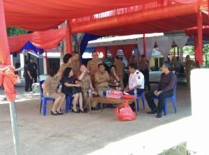 Wabup FDW mendampingi Gubernur Sulut saat meninjau lokasi pameran