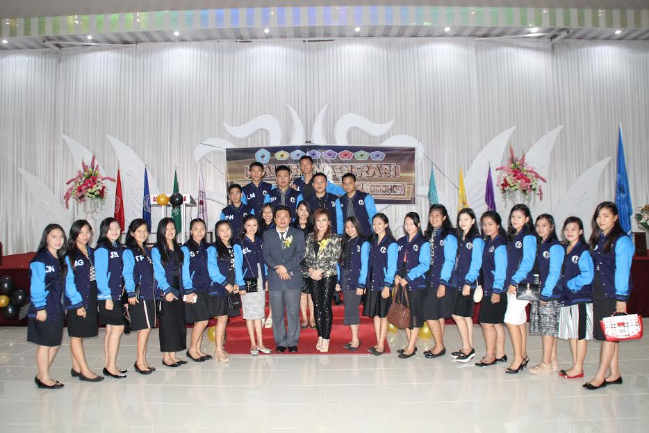SAS dan mahasiswa UKIT bersama Rektor