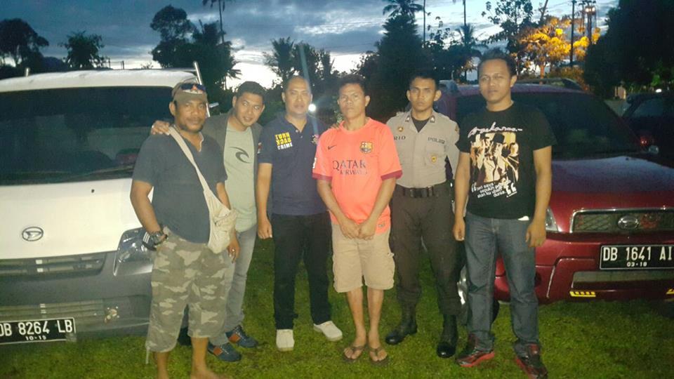 Tersangka (berbaju orange) bersama tim Polres Nabire, Polres Tomohon dan Resmob Manado
