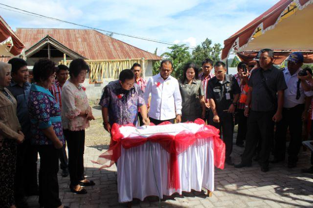 Bupati Minahasa Tenggara meresmikan Pasar Touluaan