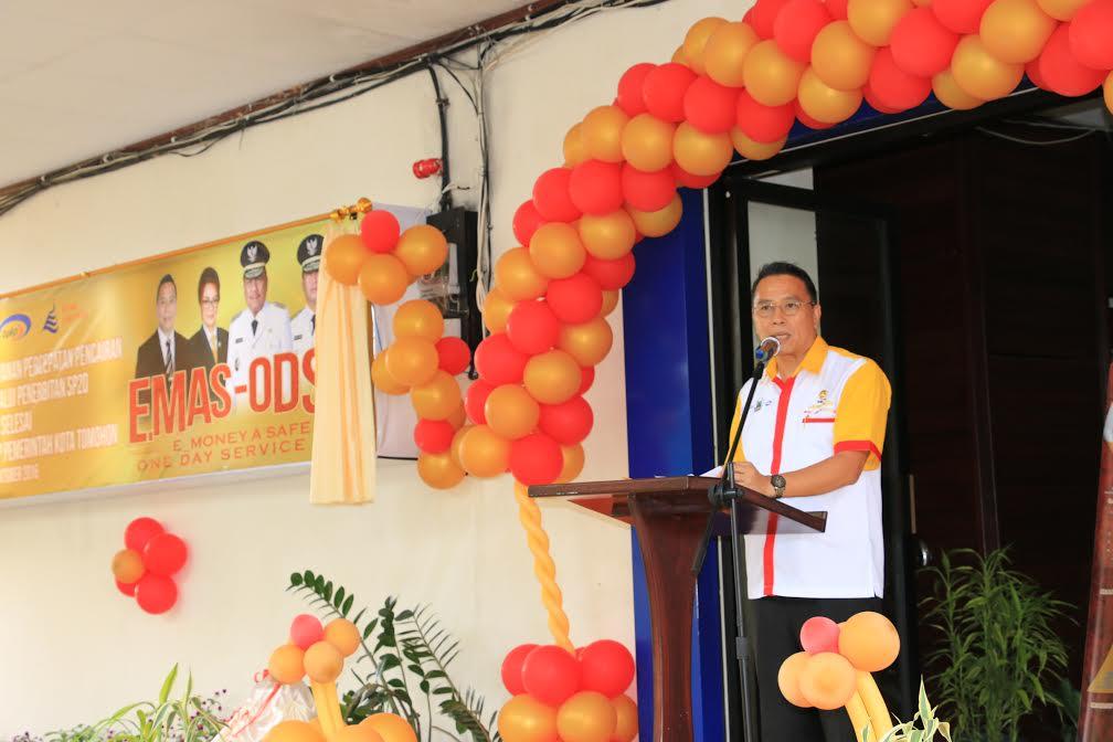 Wali Kota Tomohon Jimmy F Eman SE Ak membawakan sambutan pada Launching EMAS-ODSK