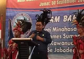 Bupati Mitra membawakan sambutan saat tatap muka dan pelantikan KKMT se-Jabodetabek