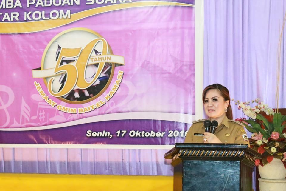 SAS saat membuka kegiatan lonmba Paduan Suara di GMIm Bait-El Kamasi
