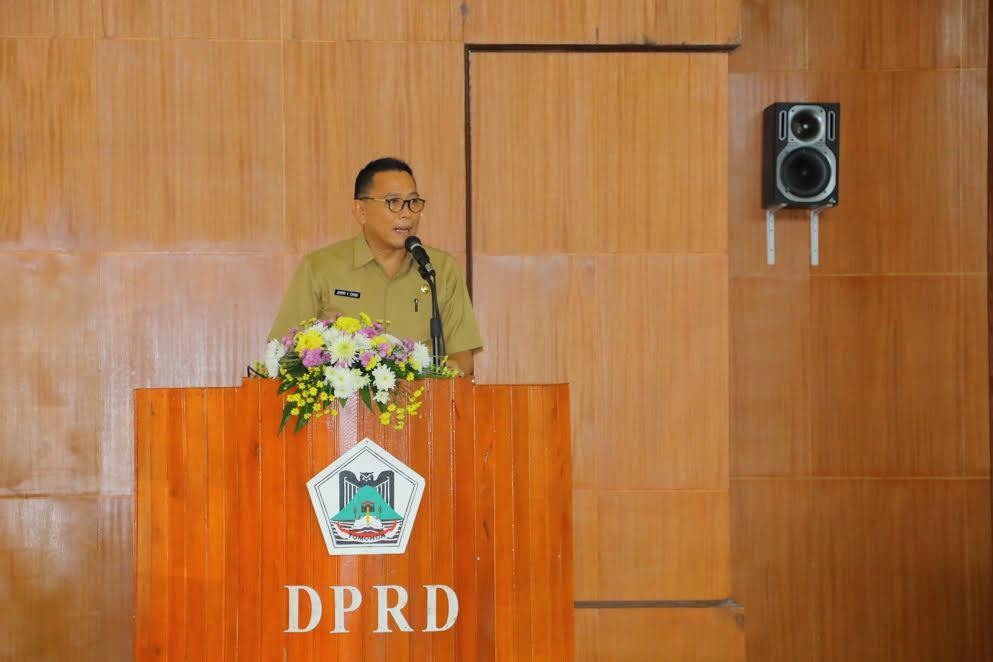 Wali Kota Tomohon membawakan sambutan pada Rapat Paripurna Pemandangan Umum 2 Ranperda