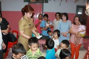 Panitia HUT Emas GMIM Bait-El Kamasi Salurkan Bantuan ke Panti Asuhan