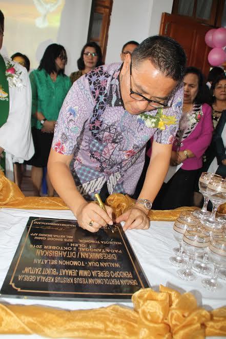 Wali Kota Tomohon Jimmy F Eman resmikan Pendopo Gereja GMIM Bukit Zaitun Walian Dua