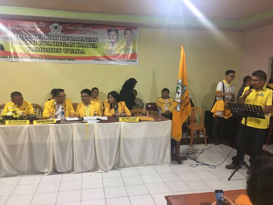 Ketua Partai Golkar Kecamatan Tomohon Utara terpilih James Kowaas memberikan sambutan