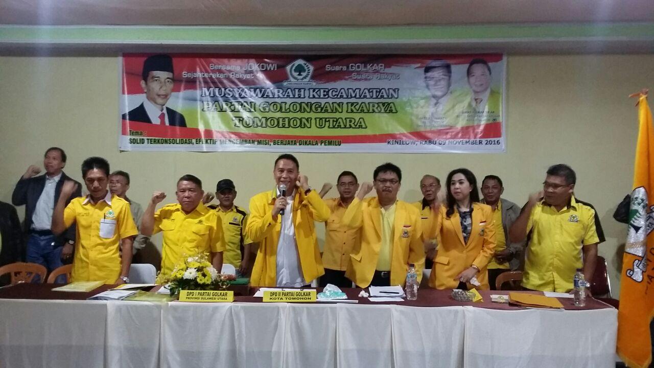 Ketua DPD II Partai Golkar Tomohon JImmy F Eman SE Ak menutup Muscam Partai Golkar Tomohon Utara