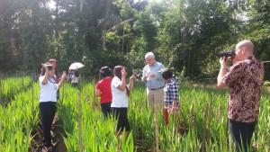 Investor Belanda saat mengunjungi kebun Bunga Gladiol di Kota Tomohon