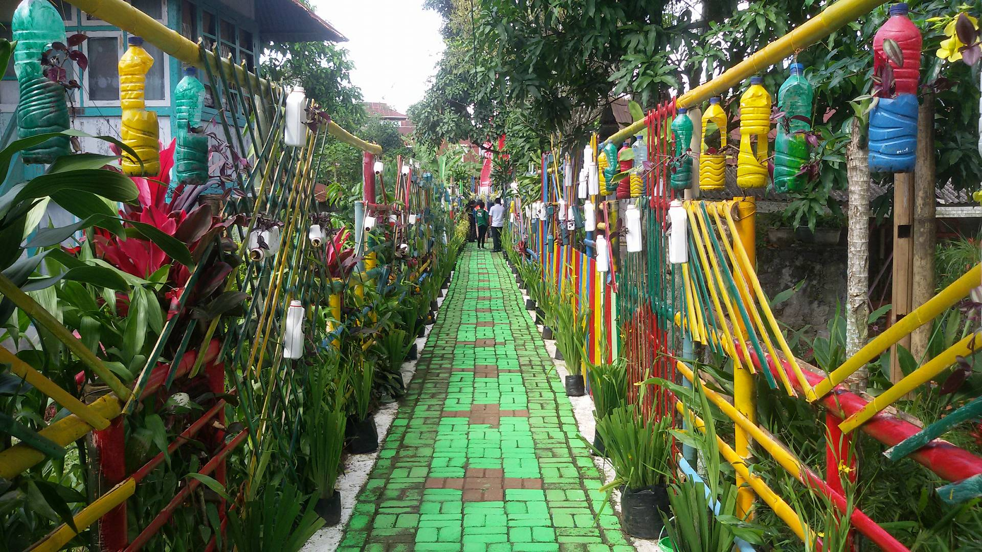 Taman JFE-SAS di Kelurahan Lansot