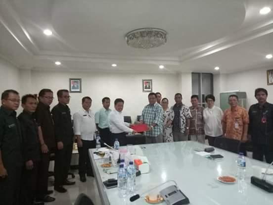 Penandatanganan dana hibah kepada KPU Mitra untuk Pilkada 2018