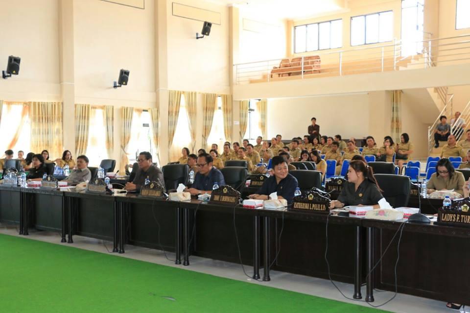 Pra anggota DPRD Tomohon yang mengikuti Rapat Paripurna Penandatanganan KUA-PPAS