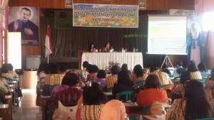 Asisten Pemerintahan dan Kesra Drs Truusje Kaunang membuka kegiatan sekaligus membawakan materi