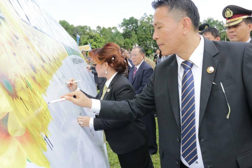 Deklarasi Anti Pungli ditandai dengan penandatanganan para pejabat Pemkot Tomohon