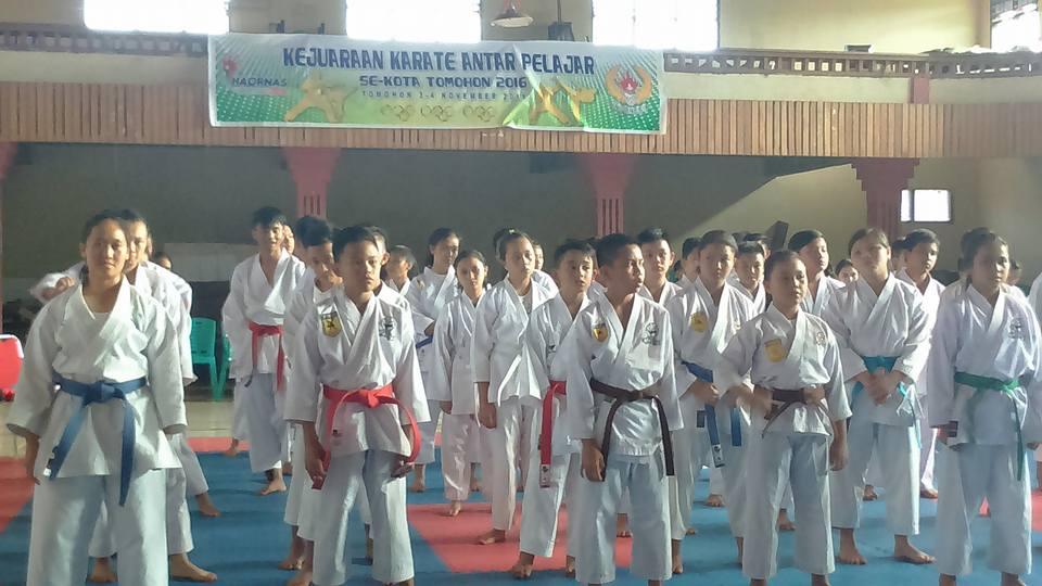 Kejuaraan Karate antar pelajar yang digelar KONI Tomohon