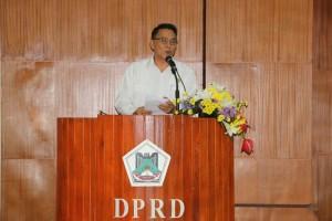 Wali Kota Tomohon membawakan sambutan pada oenetapan APBD KOta Tomohon tahun 2017