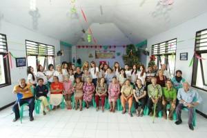 anggota-sosiallady-foto-bersama-dengan-para-lansia-di-bplu-senja-cerah-manado