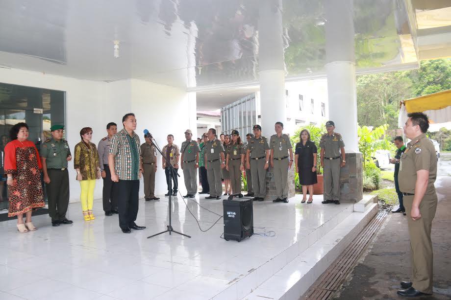Wali Kota Tomohon Pembina Apel Pengamanan Natal dan Tahun Baru Sastpol PP
