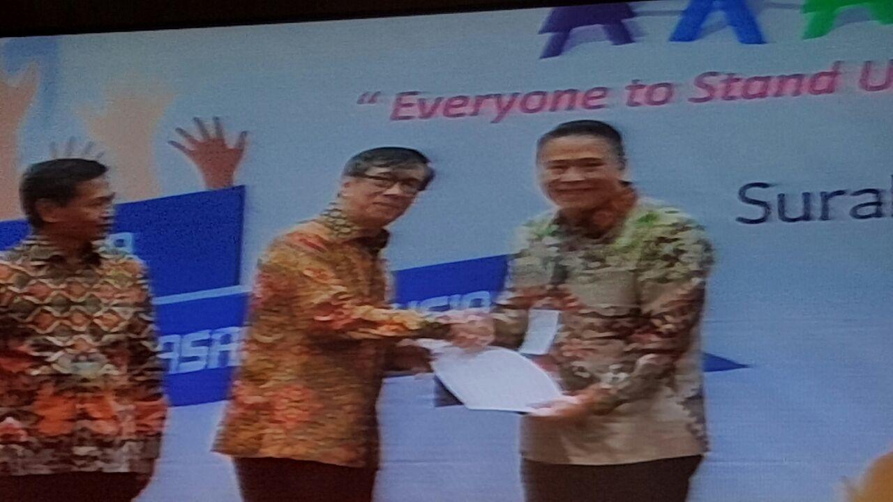 Wali Kota Tomohon menerima piagam penghargaan dari Menkumham