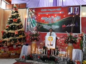 Pdt Hanny Palendeng STh memimpin Ibadah Natal JIT