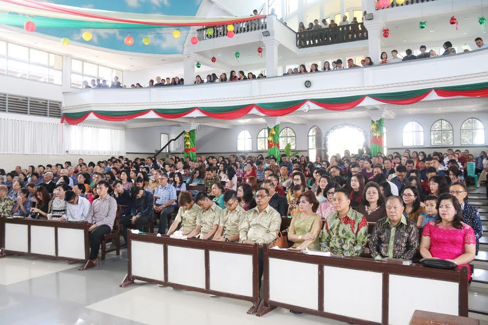 Jajaran pemkot Tomohoin Ibadah Natal di GMIM Maranatha Paslaten