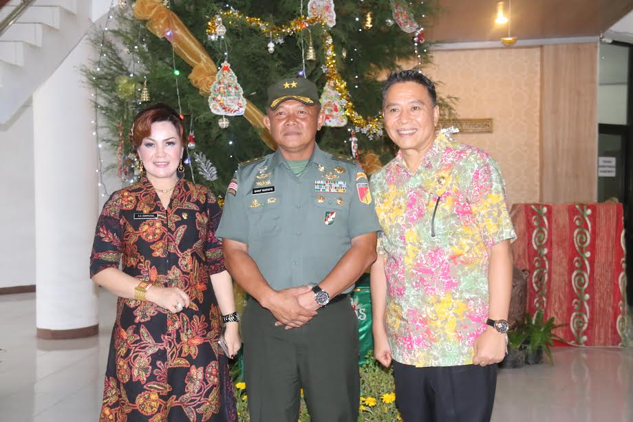 Pangdam bersama Wali Kota dan Wakil Wali Kota Tomohon