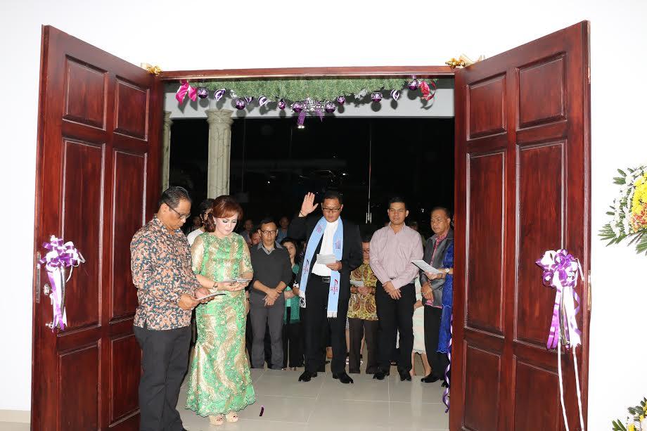 Pentahbisan Rudis Wawali oleh Pdt Dr Hendry CM Runtuwene STh MSi