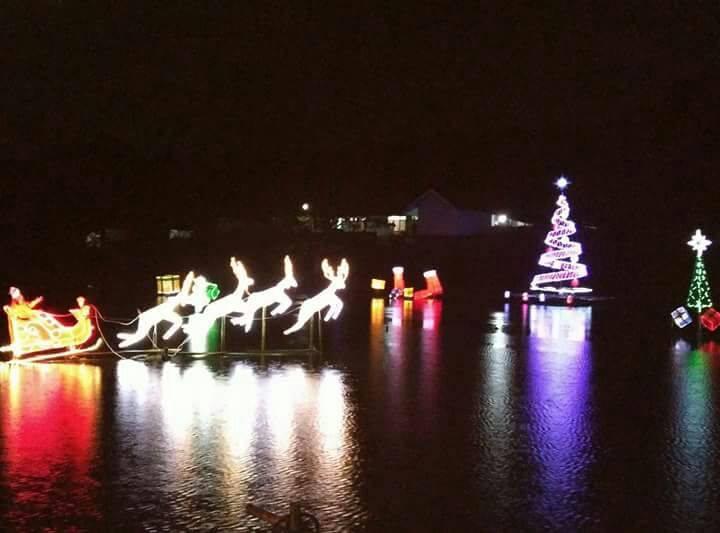 Danau Sineleyan dengan nuansa Natal di malam hari