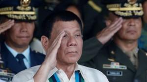 Presiden Filipina Ancam Buang Pejabat Dari Helikopter Jika Lakukan Korupsi