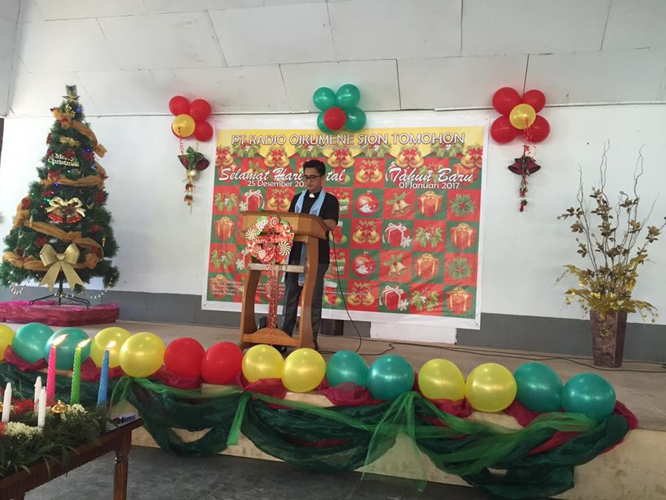 Pdt Karli Williams Karundeng MTh saat memimpin Ibadah Pranatal Karyawan Radio Sion