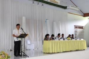 Kepala Bagian Pemerintahan Jusak ST Pandeirot SPd MM membawakan laporan