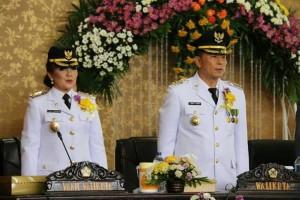 Wali Kota Tomohon Jimmy F Eman SE Ak dan Wawali Syerly Adelyn Sompotan