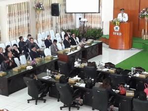 Wali Kota Jimmy F Eman saat memaparkan capaian Kota Tomohon