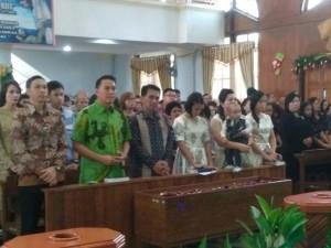Wali Kota Tomohon Jimmy F Eman SE Ak beribadah kuncikan di GMIM Imanuel Walian